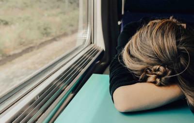девушка устала, нет сил